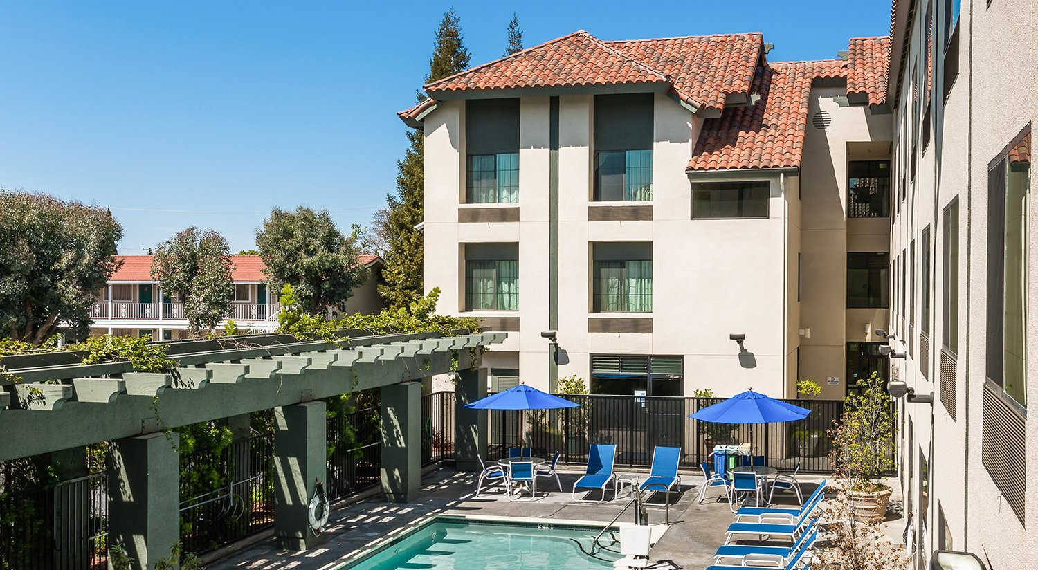 ENJOY OUR WORLD CLASS AMENITIES, INCLUDING A FITNESS ROOM AND HEATED POOL