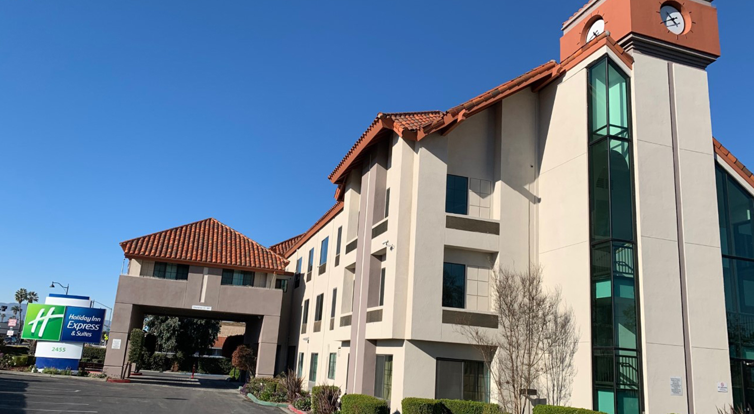 WELCOME TO THE HOLIDAY INN EXPRESS & SUITES HE PREMIER ALL-SUITE SANTA CLARA HOTEL