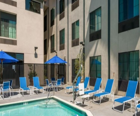 Welcome To Holiday Inn Express & Suites Santa Clara - Inviting Outdoor Pool