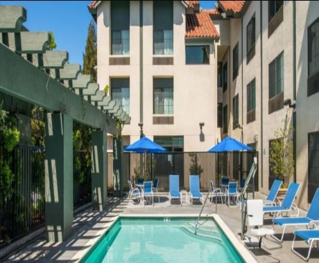 Welcome To Holiday Inn Express & Suites Santa Clara - Outdoor Pool and Lounge Chairs